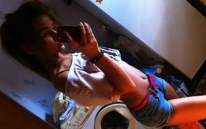 Leoma from Kapowsin, Washington is looking for adult webcam chat