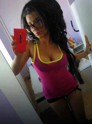 Kristel from Ledbetter, Kentucky is looking for adult webcam chat